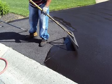 When Is It Time to Sealcoat Your Asphalt Parking Lot