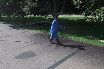 Why Summer Is the Best Time to Sealcoat Your Asphalt Driveway