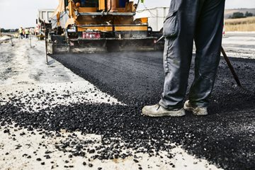 The Difference between Asphalt Paving and Sealcoating