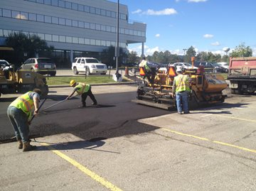 How to Choose Asphalt Paving Contractors for Commercial Industrial and Retail Applications